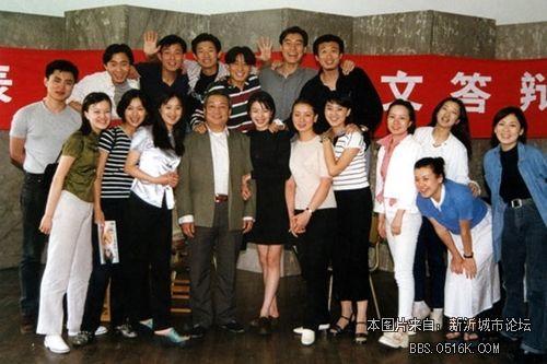 级~~ 老徐(真纯呐!)——一排左二 刘孜——一排左一 刘琳——一排图片